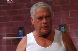 Lou Carpenter in Neighbours Episode 4532