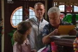 Lou Carpenter, Summer Hoyland, Max Hoyland in Neighbours Episode 4559