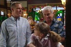 Max Hoyland, Summer Hoyland, Lou Carpenter in Neighbours Episode 4559