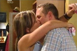 Steph Scully, Max Hoyland in Neighbours Episode 4560