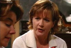 Lyn Scully, Susan Kennedy in Neighbours Episode 4564