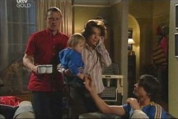 Max Hoyland, Lyn Scully, Jack Scully, Oscar Scully in Neighbours Episode 4569