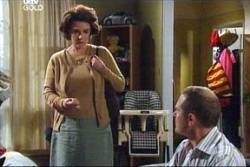Lyn Scully, Max Hoyland in Neighbours Episode 4569