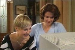 Sindi Watts, Lyn Scully in Neighbours Episode 4570