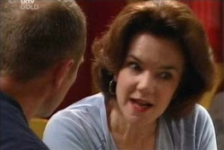 Lyn Scully, Max Hoyland in Neighbours Episode 4571