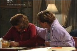 Lyn Scully, Susan Kennedy in Neighbours Episode 4576