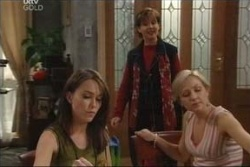 Libby Kennedy, Susan Kennedy, Sindi Watts in Neighbours Episode 4578