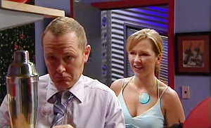 Max Hoyland, Steph Scully in Neighbours Episode 4804