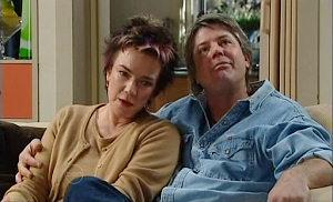 Lyn Scully, Joe Mangel in Neighbours Episode 4816