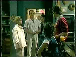 Helen Daniels, Jim Robinson, Lucy Robinson, Paul Robinson, Scott Robinson in Neighbours Episode 0019