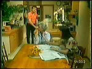 Max Ramsay, Helen Daniels, Maria Ramsay in Neighbours Episode 0020