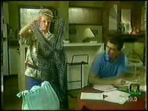 Daphne Clarke, Des Clarke in Neighbours Episode 0020