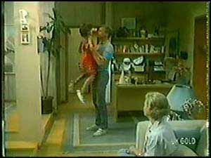 Lucy Robinson, Jim Robinson, Helen Daniels in Neighbours Episode 0020