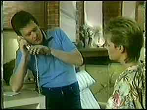 Des Clarke, Daphne Clarke in Neighbours Episode 0020