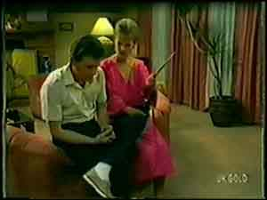 Des Clarke, Daphne Clarke in Neighbours Episode 0021