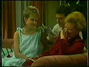 Eileen Clarke, Daphne Clarke, Des Clarke in Neighbours Episode 0021