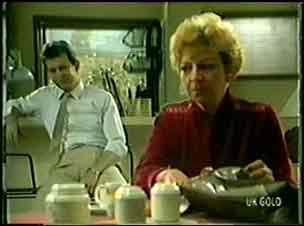 Des Clarke, Eileen Clarke in Neighbours Episode 0022