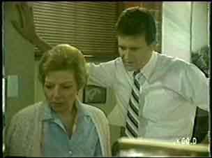 Des Clarke, Eileen Clarke in Neighbours Episode 0024