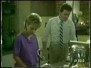 Des Clarke, Daphne Clarke in Neighbours Episode 0024