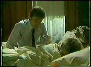 Des Clarke, Daphne Clarke in Neighbours Episode 0025