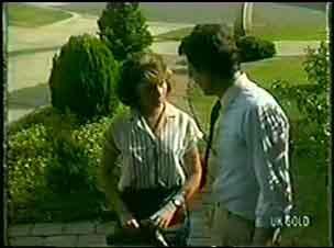 Julie Robinson, Des Clarke in Neighbours Episode 0025
