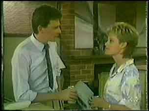 Daphne Clarke, Des Clarke in Neighbours Episode 0025