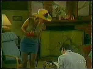 Daphne Lawrence, Des Clarke in Neighbours Episode 0026