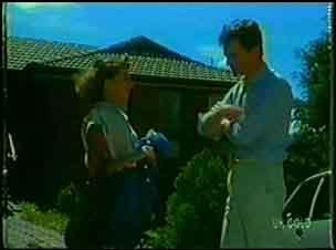 Julie Robinson, Des Clarke in Neighbours Episode 0026