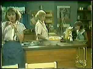 Julie Robinson, Helen Daniels, Lucy Robinson in Neighbours Episode 0028