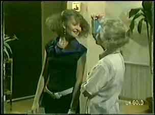 Julie Robinson, Helen Daniels in Neighbours Episode 0028