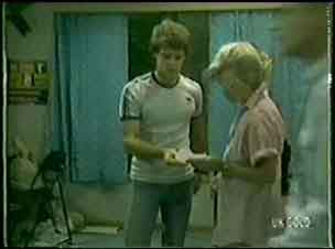 Paul Robinson, Helen Daniels in Neighbours Episode 0030