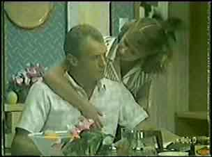 Jim Robinson, Julie Robinson in Neighbours Episode 0030