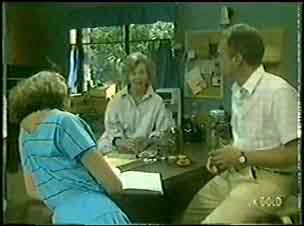 Julie Robinson, Helen Daniels, Jim Robinson in Neighbours Episode 0030