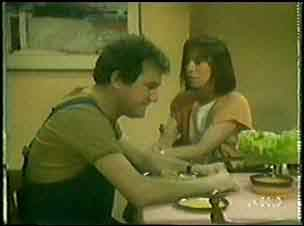 Maria Ramsay, Max Ramsay in Neighbours Episode 0031