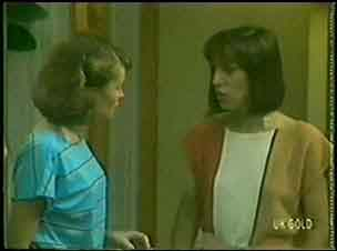 Julie Robinson, Maria Ramsay in Neighbours Episode 0031