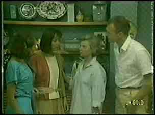 Julie Robinson, Maria Ramsay, Helen Daniels, Jim Robinson in Neighbours Episode 0031