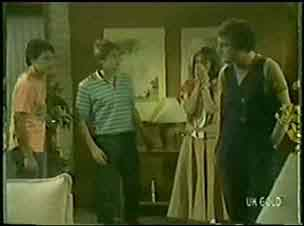 Paul Robinson, Shane Ramsay, Maria Ramsay, Max Ramsay in Neighbours Episode 0031