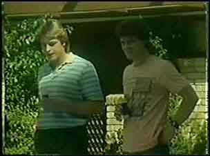 Shane Ramsay, Paul Robinson in Neighbours Episode 0031