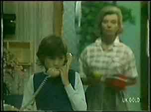 Lucy Robinson, Helen Daniels in Neighbours Episode 0031