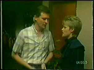 Des Clarke, Daphne Clarke in Neighbours Episode 0033