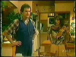 Max Ramsay, Maria Ramsay in Neighbours Episode 0033