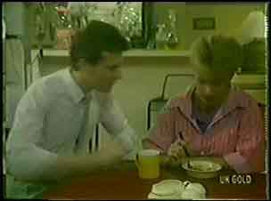 Daphne Clarke, Des Clarke in Neighbours Episode 0033