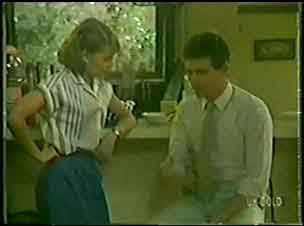 Julie Robinson, Des Clarke in Neighbours Episode 0033