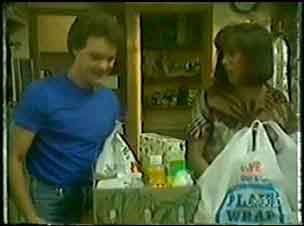 Paul Robinson, Maria Ramsay in Neighbours Episode 0033