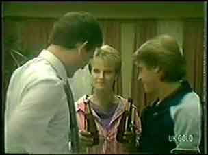 Des Clarke, Daphne Clarke, Shane Ramsay in Neighbours Episode 0033