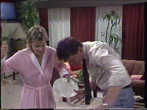 Daphne Clarke, Des Clarke in Neighbours Episode 0426