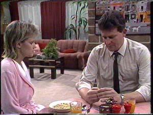 Des Clarke, Daphne Clarke in Neighbours Episode 0426