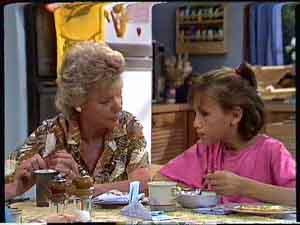 Helen Daniels, Lucy Robinson in Neighbours Episode 0427
