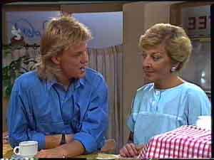 Scott Robinson, Eileen Clarke in Neighbours Episode 0427
