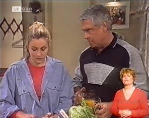 Lauren Carpenter, Lou Carpenter in Neighbours Episode 2019